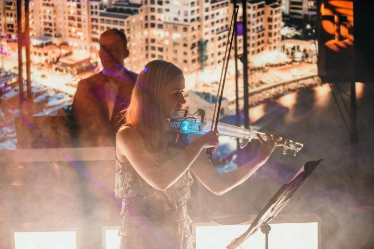 Atrakcja weselna - gra na skrzypcach